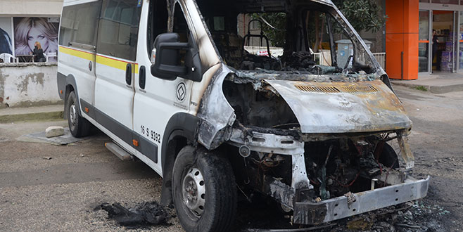 Bursa'da servis minibüsü alev aldı