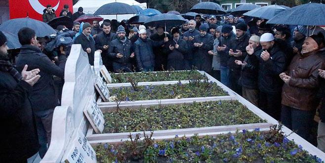 Necmettin Erbakan mezarı başında anıldı