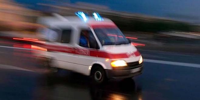 Kamyonet devrildi: 1 ölü, 70 yaralı