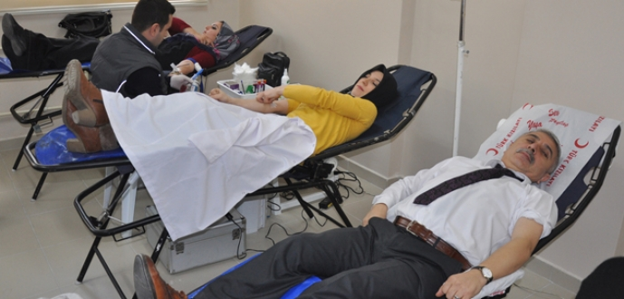 İnegöl HEM'den  Kızılay'a kan bağışı