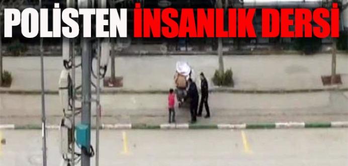 Polisin hurdacı çocuğa yardımı