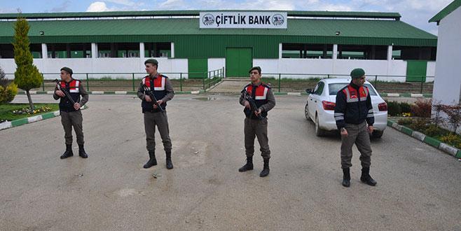 Bursa'da Çiftlik Bank nöbeti