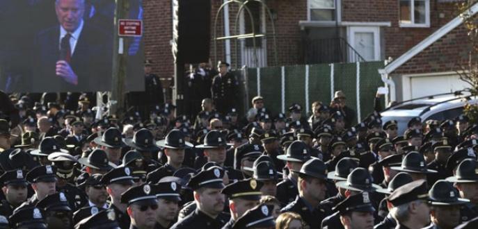 Polis sırtını döndü