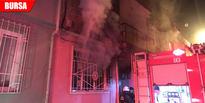 Elektrikli ısıtıcı yangına neden oldu! 4 kişi dumandan etkilendi
