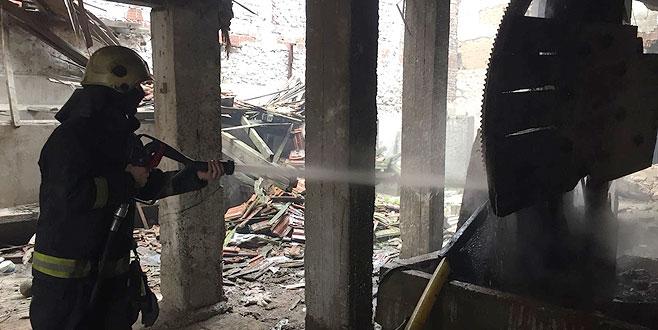 Madde bağımlıları eski fabrikayı yaktılar