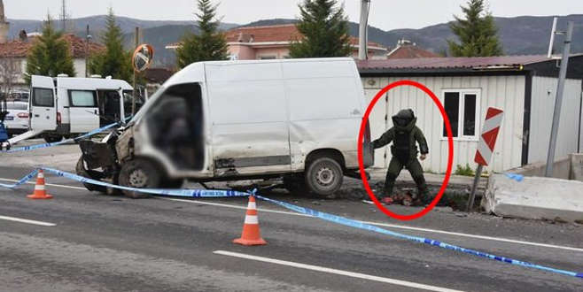 Beyaz minibüs alarma geçirdi! Polisler kapıyı açınca...