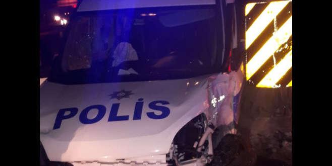 Şüpheliyi kovalarken kaza yapan polisin beli kırıldı