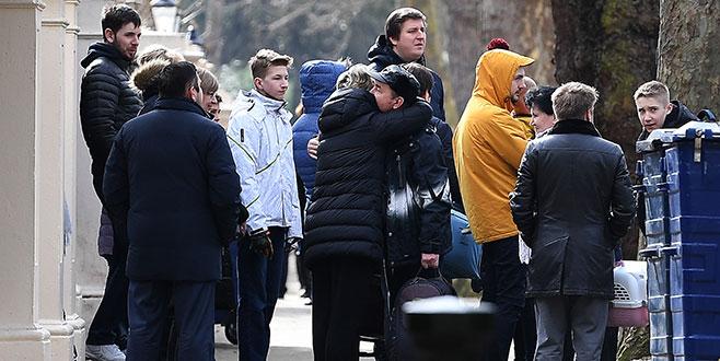 Rus diplomatlar Londra'dan ayrılıyor