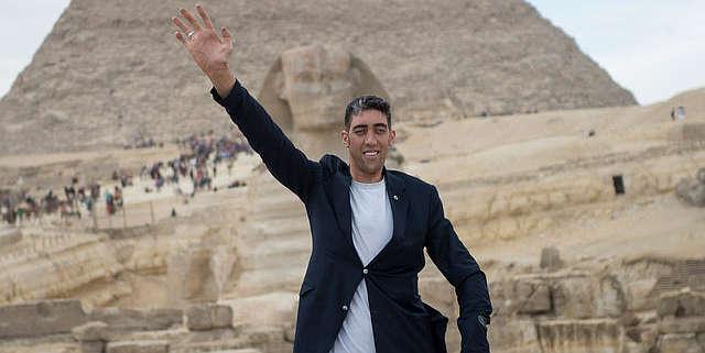 Dünyanın en uzun insanı Sultan'dan 'elektrik' isyanı