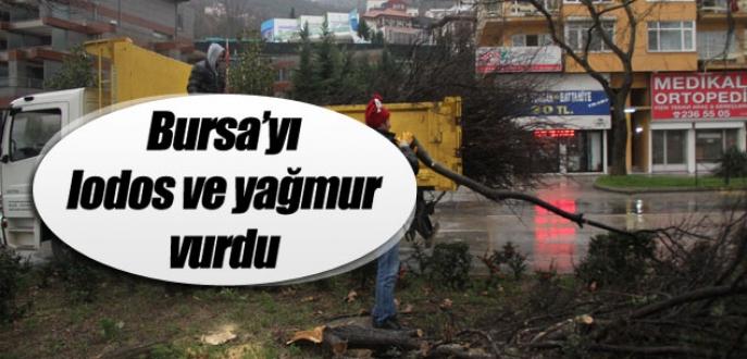 Bursa'yı lodos ve yağmur vurdu!