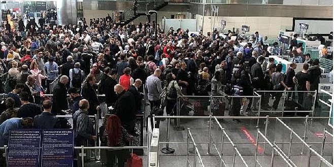 Atatürk Havalimanı'nda PolNet arızası kuyruğu