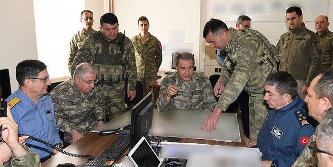 Orgeneral Hulusi Akar Hakkari'deki birlikleri denetledi