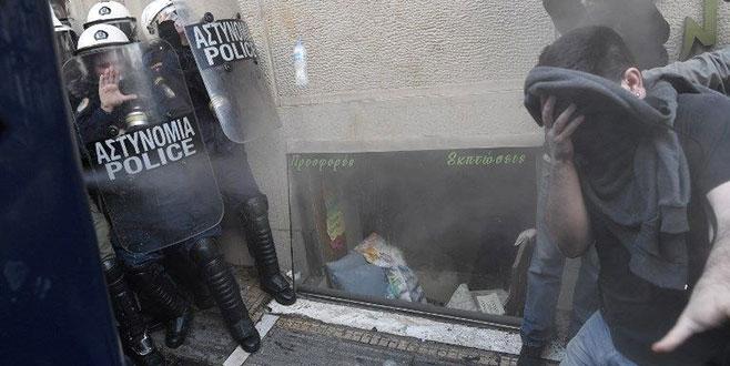 Evleri için polisle çatıştılar