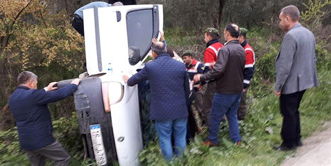Bursa'da trafik kazası: Araç yan yattı