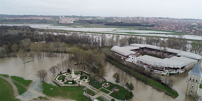 Tunca Nehri'nin debisi yükseliyor