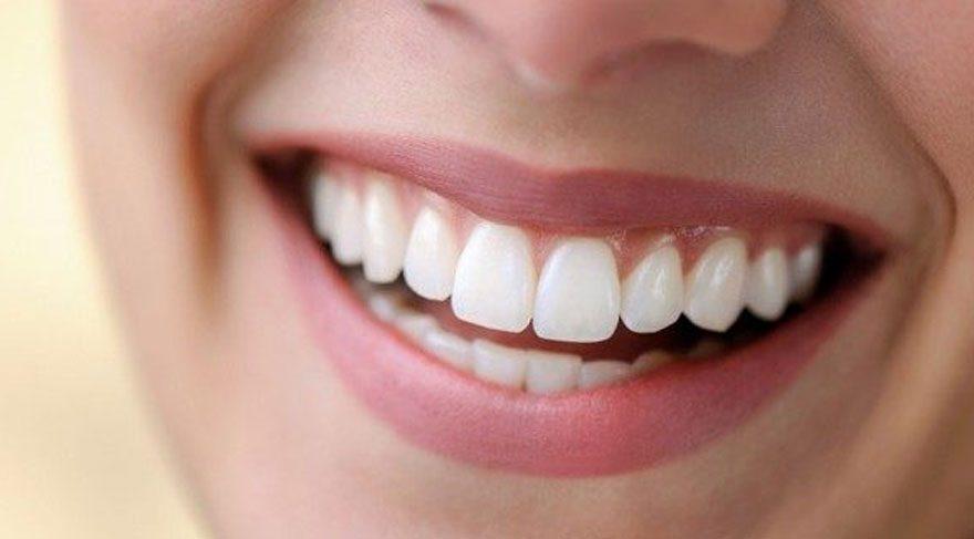 Tedavi edilmezse diş yüzeyinde çatlaklar oluşuyor