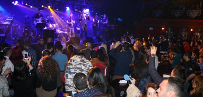 Bursalılar 2015'e Gökhan Tepe ile girdi