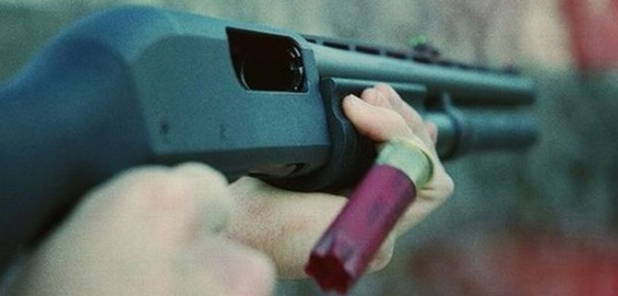 Silahını denerken mahalleyi ayağa kaldırdı