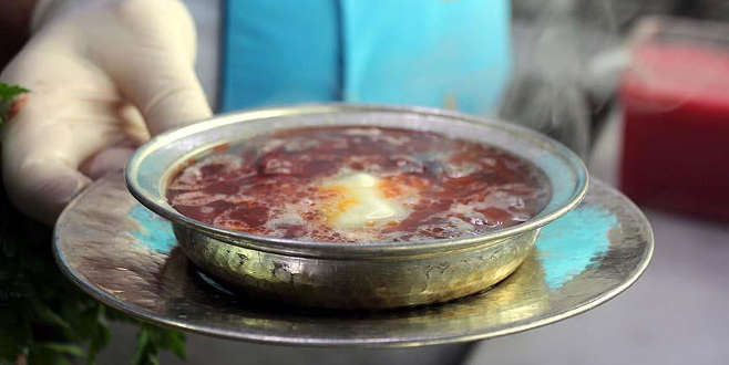 Oğlunu kelle paça çorbası ile tedavi etti