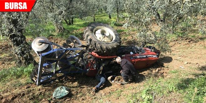 Traktör devrildi canından oldu!
