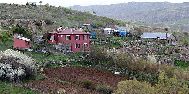 Bu köyde 6 kişi yaşıyor! Artık 'Kötü' köylü olmak istemiyorlar