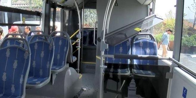 Hafriyat kamyonu belediye otobüsüne çarptı