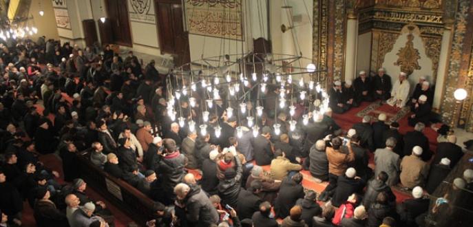Bursa Ulu Camii kandilde hınca hınç doldu