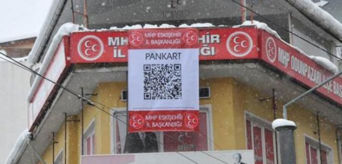 MHP binasına kodlu pankart