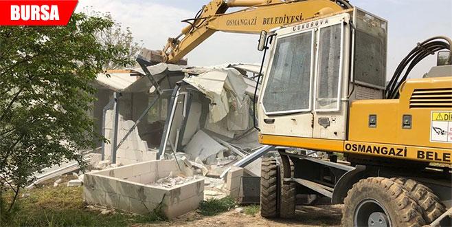 Tarım arazisine yapılan kaçak ev yıkıldı