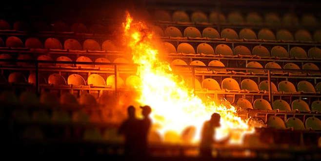 Bulgaristan'da derbi maçta bomba patladı