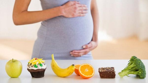 Şekerli içecekler hamileliği engelliyor