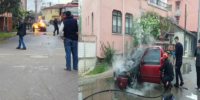 Bursa'da bir araç seyir halindeyken alev aldı