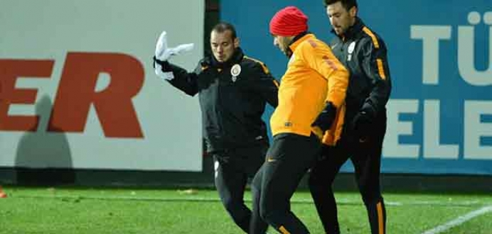 Galatasaray, lig arasına derbi galibiyetiyle girmek istiyor