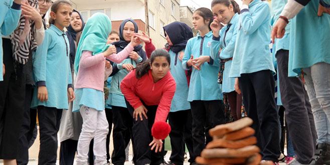 Öğrenciler geleneksel oyunlarla buluşuyor