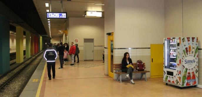 Bursa'da 3 metro istasyonunun yiyecek otomatlarını soydular