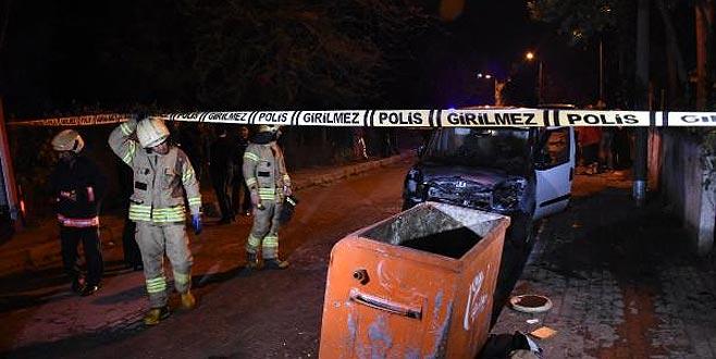 Çöpten sıçrayan alevler otomobili yaktı
