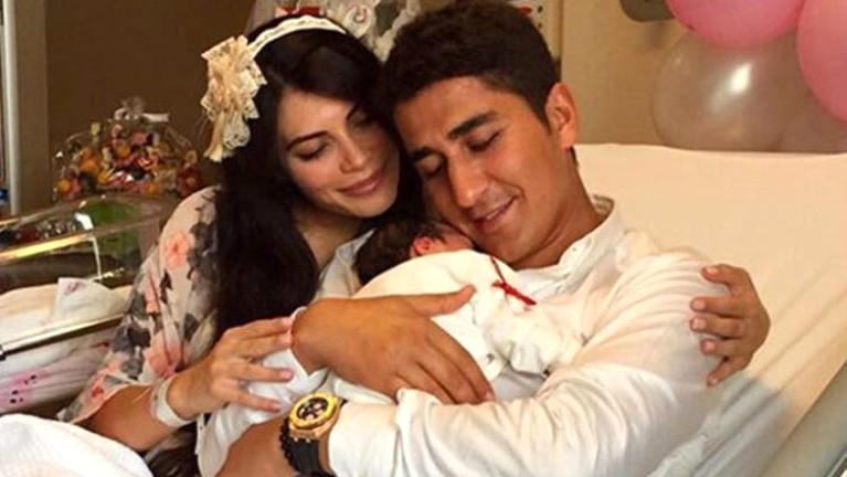 Kızını tedavi ettirmeyen ünlü mankene şok: Bebeği elinden alınsın
