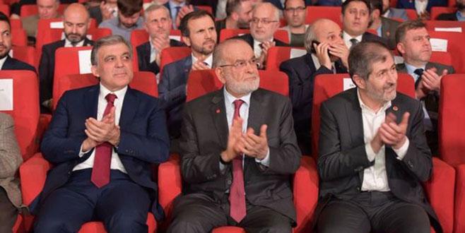 Abdullah Gül, Karamollaoğlu ile birlikte ödül törenine katıldı