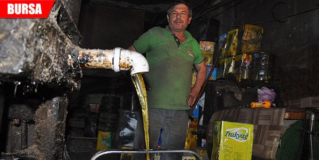 Asırlık makinede doğal ayçiçeği yağı üretiyor