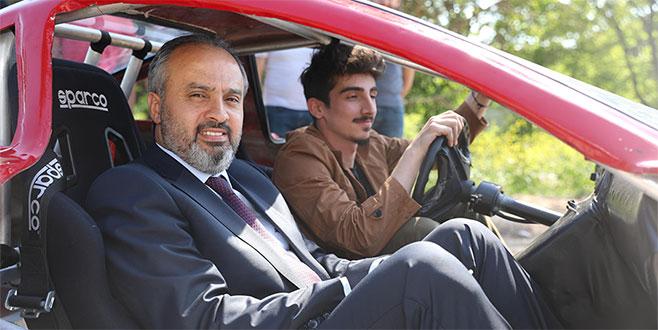 Başkan Aktaş, 'yüzde yüz elektrikle çalışan' otomobili test etti