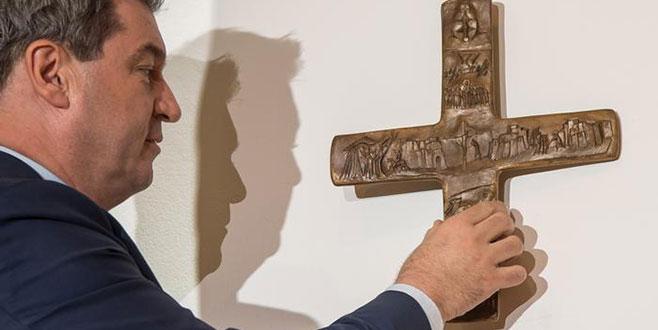 Bavyera'da 'haç' tartışması