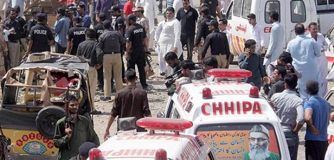 Pakistan'da futbol sahasında bombalı saldırı