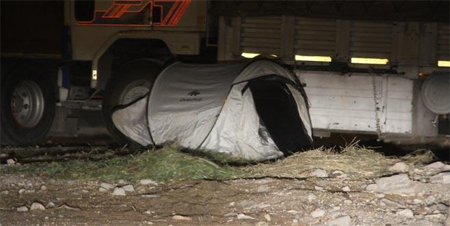 Boş arsadaki çadırı görünce hemen polisi aradılar