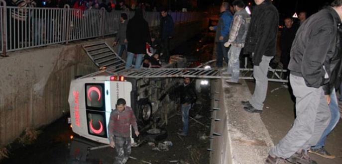 Askeri ambulans kanala uçtu: 1 şehit, 7 yaralı