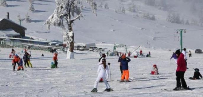 Tatilciler kayak merkezlerini doldurdu