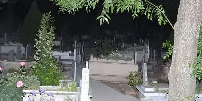 Mezarlıkta ağlayan 'gizemli kızın' ailesi konuştu