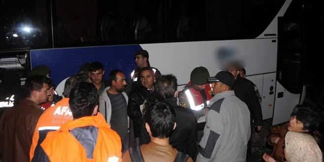 Kamyon, yolcu otobüsü ile çarpıştı: 1'i ağır 12 yaralı