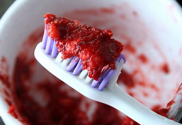 üç Dakikada Diş Beyazlatma Yöntemleri