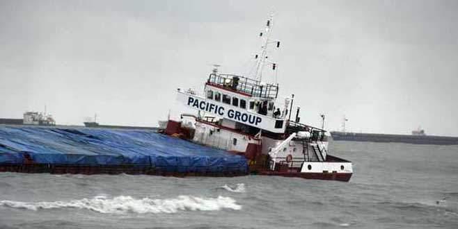Samsun'da kuru yük gemisi yan yattı