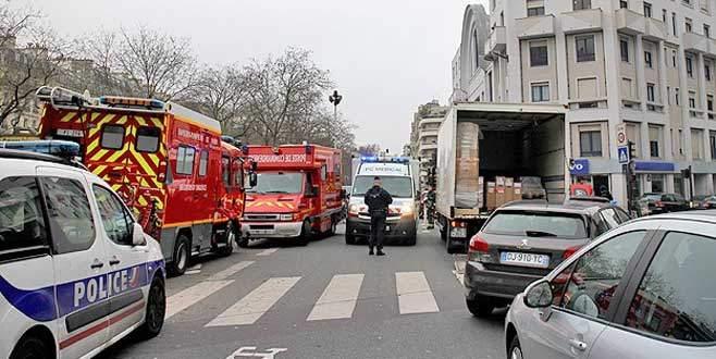 Paris'te İslam karşıtı dergiye saldırı: 12 ölü
